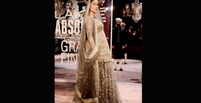 Kareena rocks the ramp with baby bump