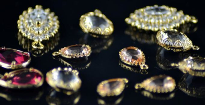 UK couple buys 5 pounds chair, discover diamond jewellery worth 5000 pounds
