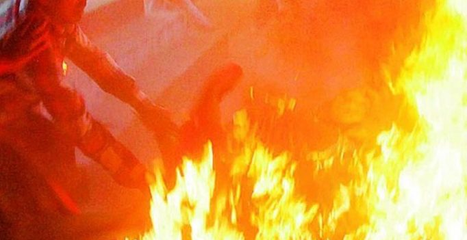 Man sets younger brothers on fire over Rs 500 in Pakistan