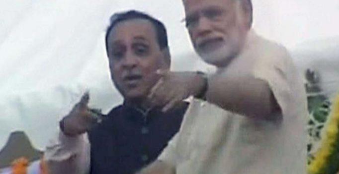 Video: Narendra Modi's alertness saves cameraman's life