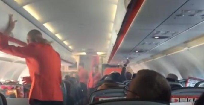 Video: Pilot shuts down engine as smoke fills cabin of Jetstar flight