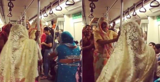 Women give impromptu dance performance on Delhi metro