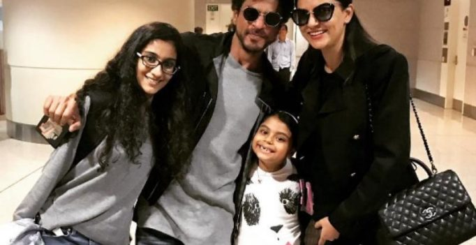 Pics: SRK bumps into Sushmita Sen, what he does for her is gentlemanly!