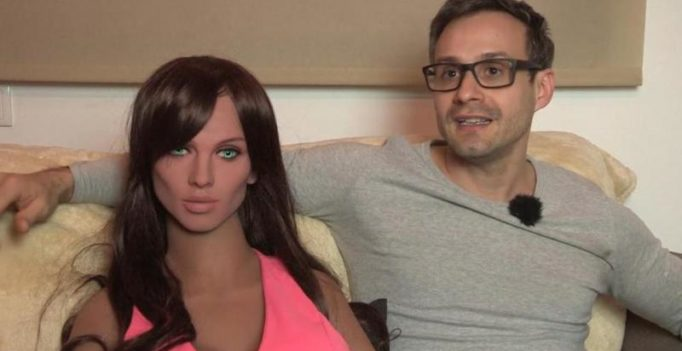 Video: Sex robot named Samantha has a functioning G-spot, loves kissing