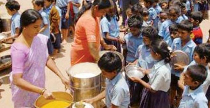 Mysuru: No clean water for school meals!