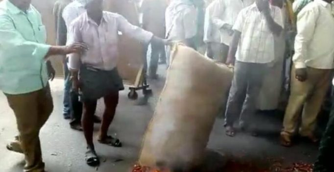 Angry farmers burn chilli in Hyderabad market yard