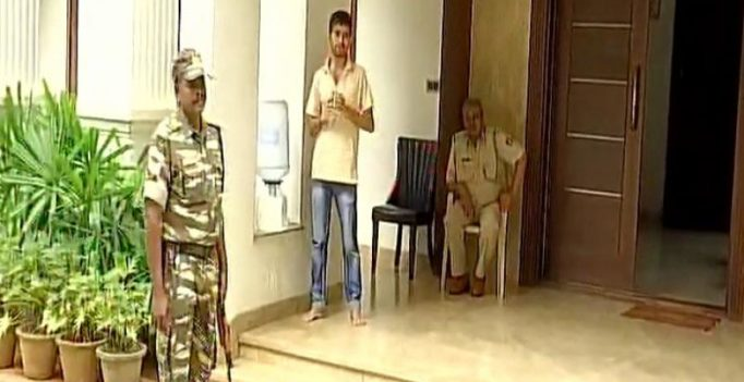 I-T dept raids K'taka minister, resort where Gujarat Cong MLAs are staying
