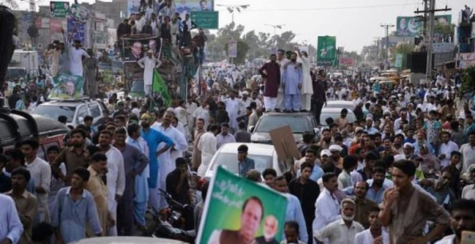 Deposed Pak PM Nawaz Sharif's motorcade kills 13-yr-old boy at rally