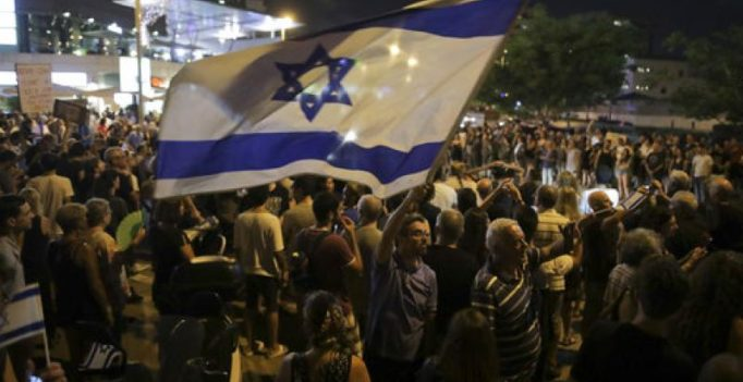 Hundreds of Israelis gather in anti-Netanyahu protest