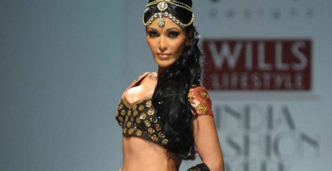 'Musafir' actress Koena Mitra gets lewd calls from man, lodges complaint