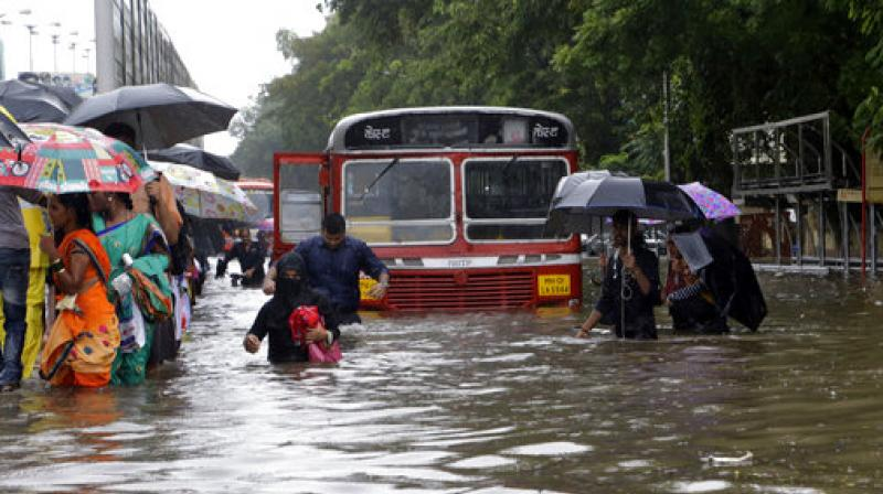 heavy rainfall in mumbai Heavy monsoon rain in mumbai, india, has brought wide areas of the city to a standstill roads have been blocked, rail services interrupted and flights delayed.