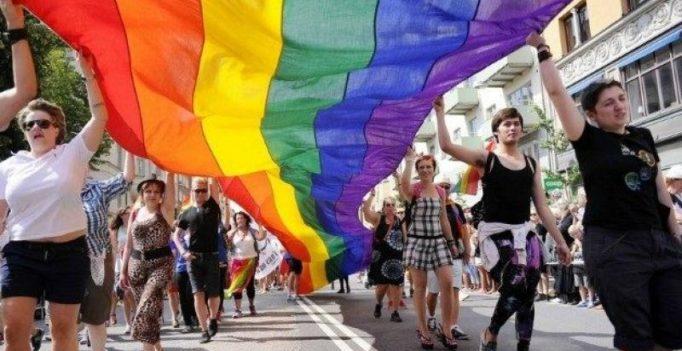 Australia's top court hears bid to stop gay marriage survey