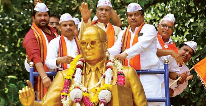 Karnataka: Congressmen fret as three ministers rally for religion status