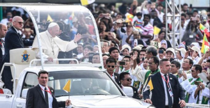 Ahead of his Rohingya meeting, Pope Francis leads huge mass in Dhaka