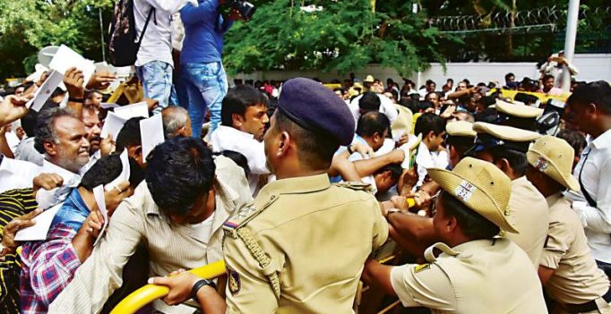 Bengaluru: Raj Bhavan chaos prevents Speaker from oath-taking