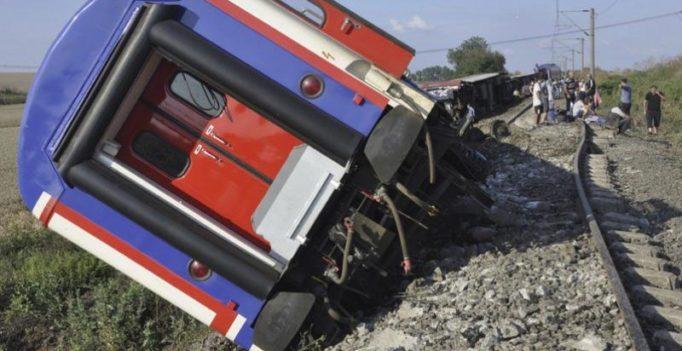 24 killed, 318 injured after train derails in Turkey