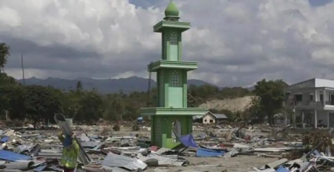 Time running out for survivors as death toll in tsunami-hit Indonesia nears 1,400