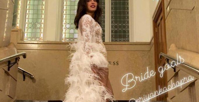 Priyanka Chopra looks like a bride celebrating Bachelorette, Parineeti joins in